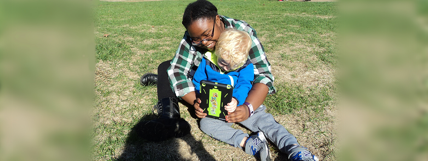 Education Students Help Young Children View the World through iPad Devices